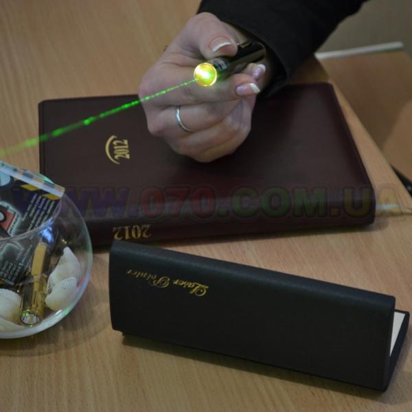 Зеленая лазерная указка BOB Laser BGP-3032 (532nm, 200mW, 2xAAA)