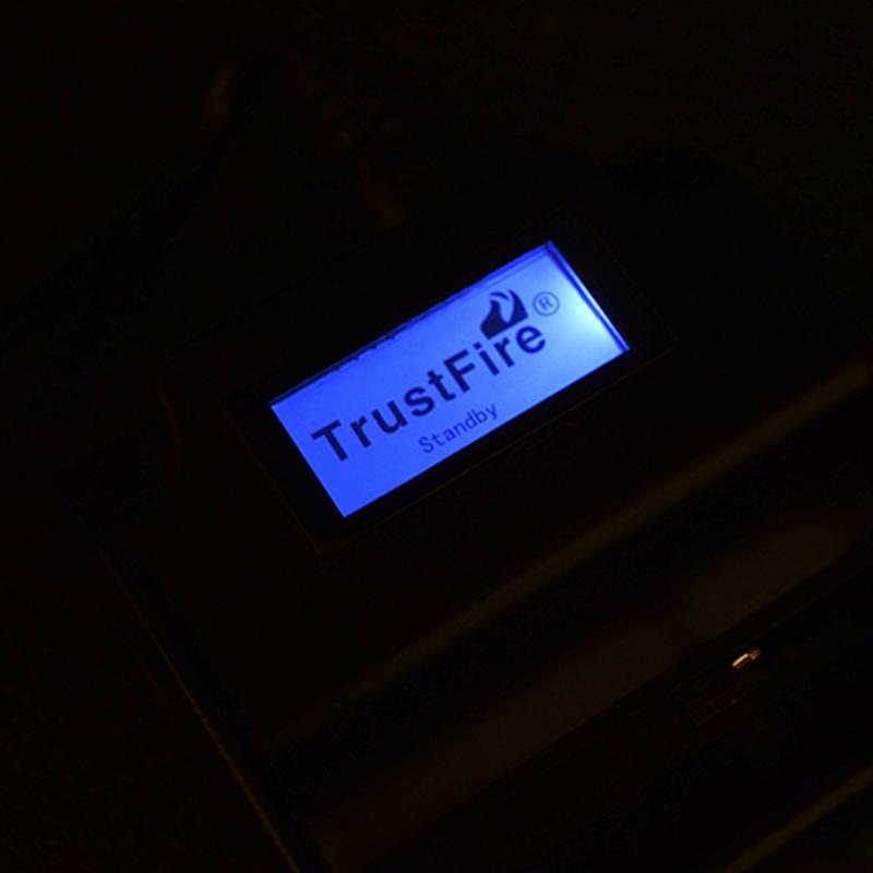 2 в 1 - Универсальное зарядное устройство + Power Bank TrustFire TR-008 (3 канала)