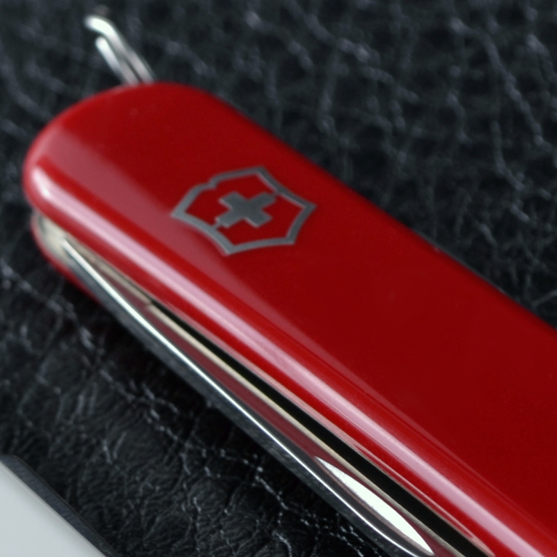 Нож складной, мультитул Victorinox Classic SD (58мм, 7 функций), красный 0.6223